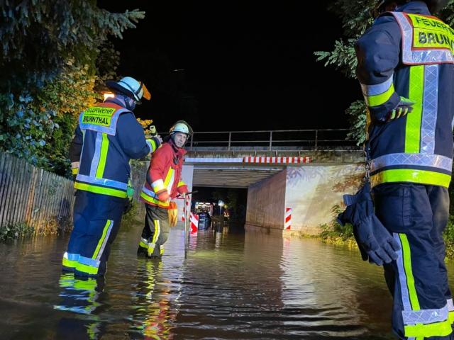 Sauerlach Fahrbahn überschwemmt